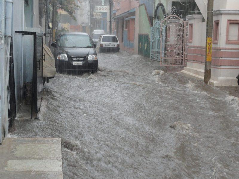 水害は車両保険の対象